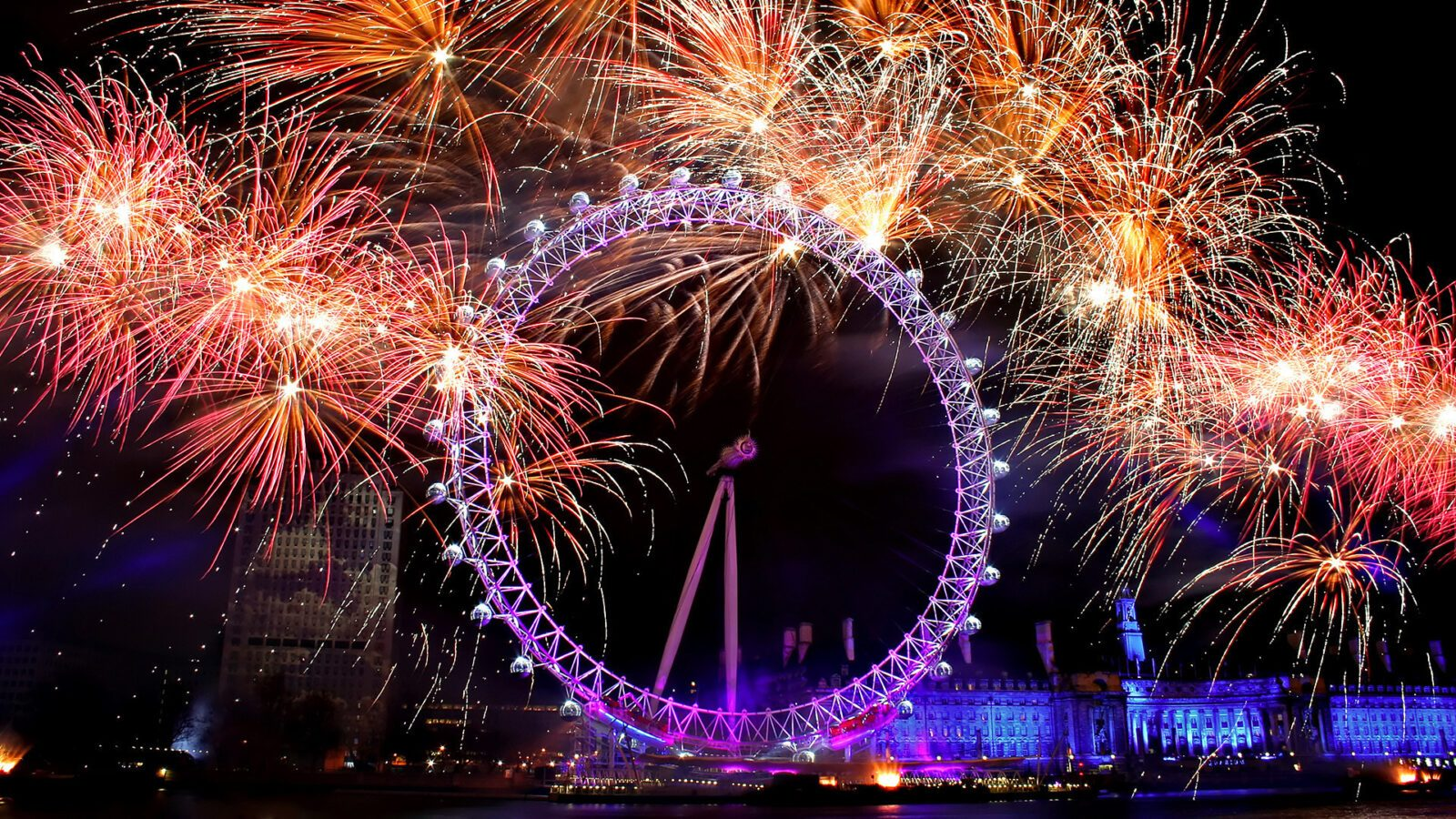 world england ferris wheel on a background of fireworks in london 058568 - Народный праздник в англии